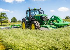 John Deere extends its 'fuel guarantee' to the field