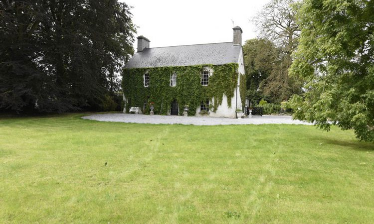 17th century Georgian house on 11ac with 'excellent equestrian facilities'