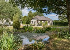 South-east dwelling on 5.9ac 'The Oaks' goes on the market