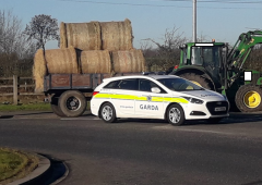 'Lights out' for tractor and trailer with unsecure bales