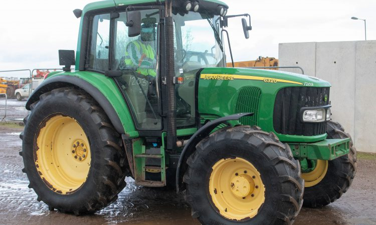 Auction report: Drizzle deters some, but not all, Deere hunters