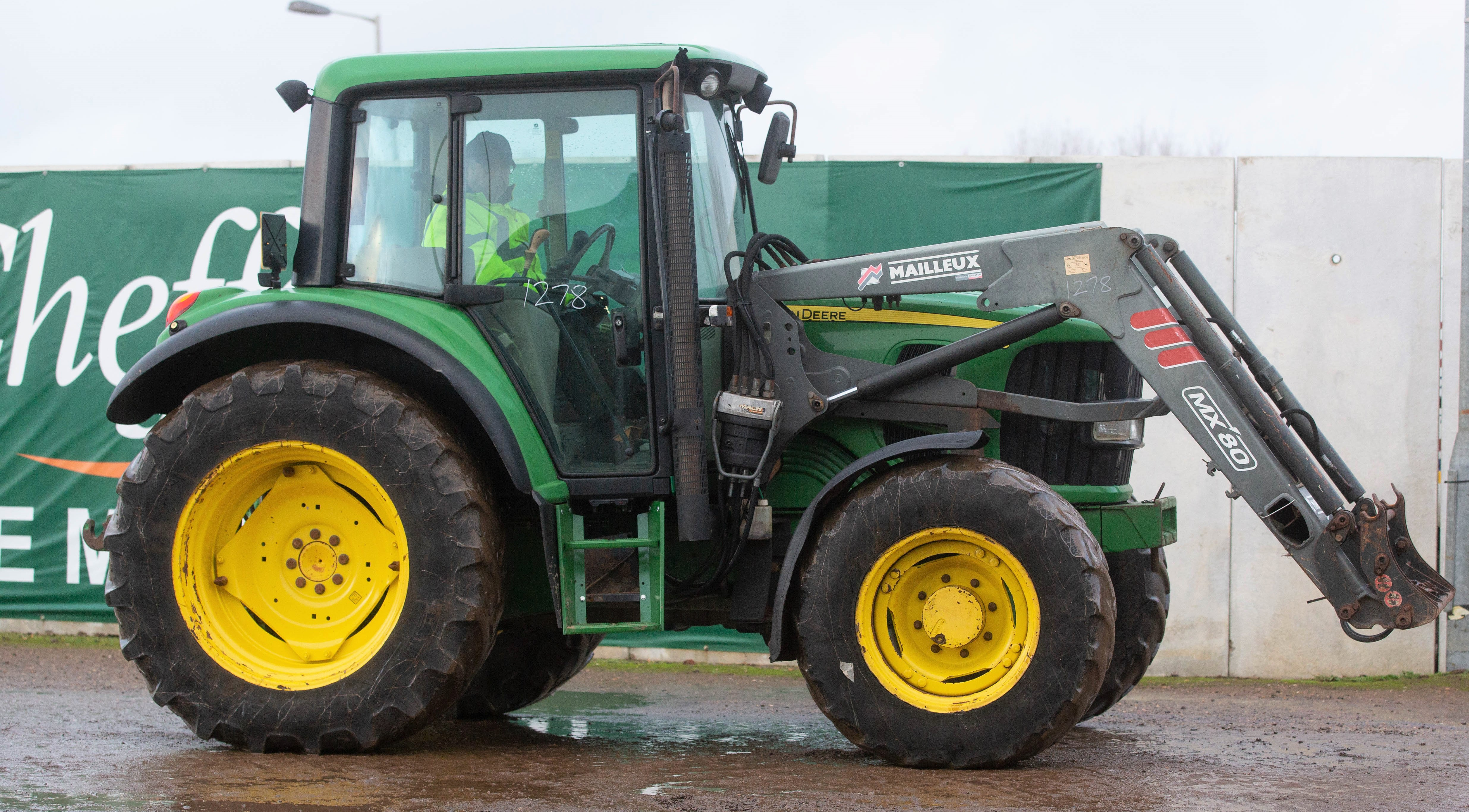 Auction report: Drizzle deters some, but not all, Deere