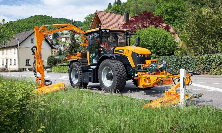 JCB wheels out a 'utility' package for its Fastrac