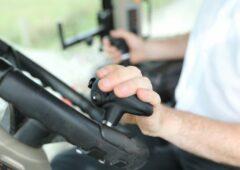 """巧妙的控制旋钮,""""转换""""拖拉机/装载机工作体育betway客户端"""