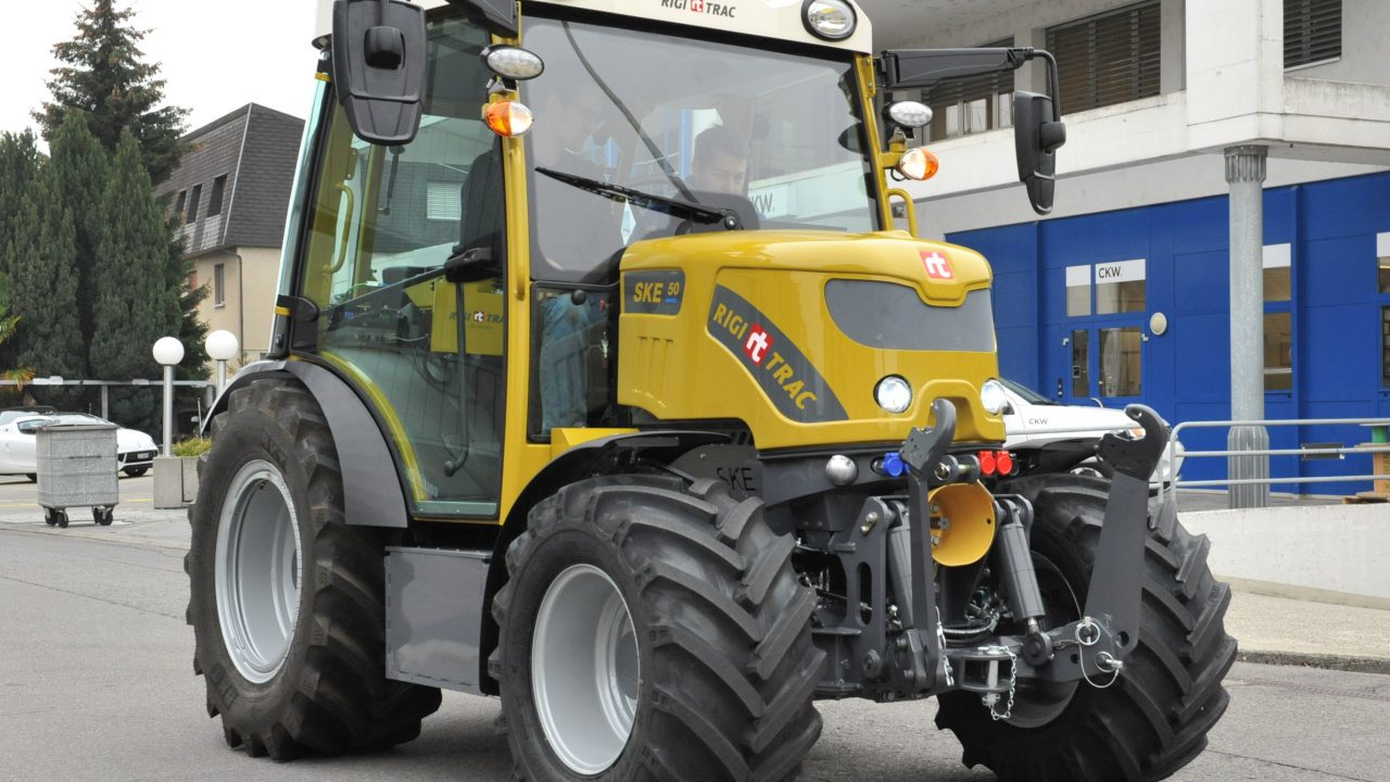 Fully electric Swiss tractor is now a reality