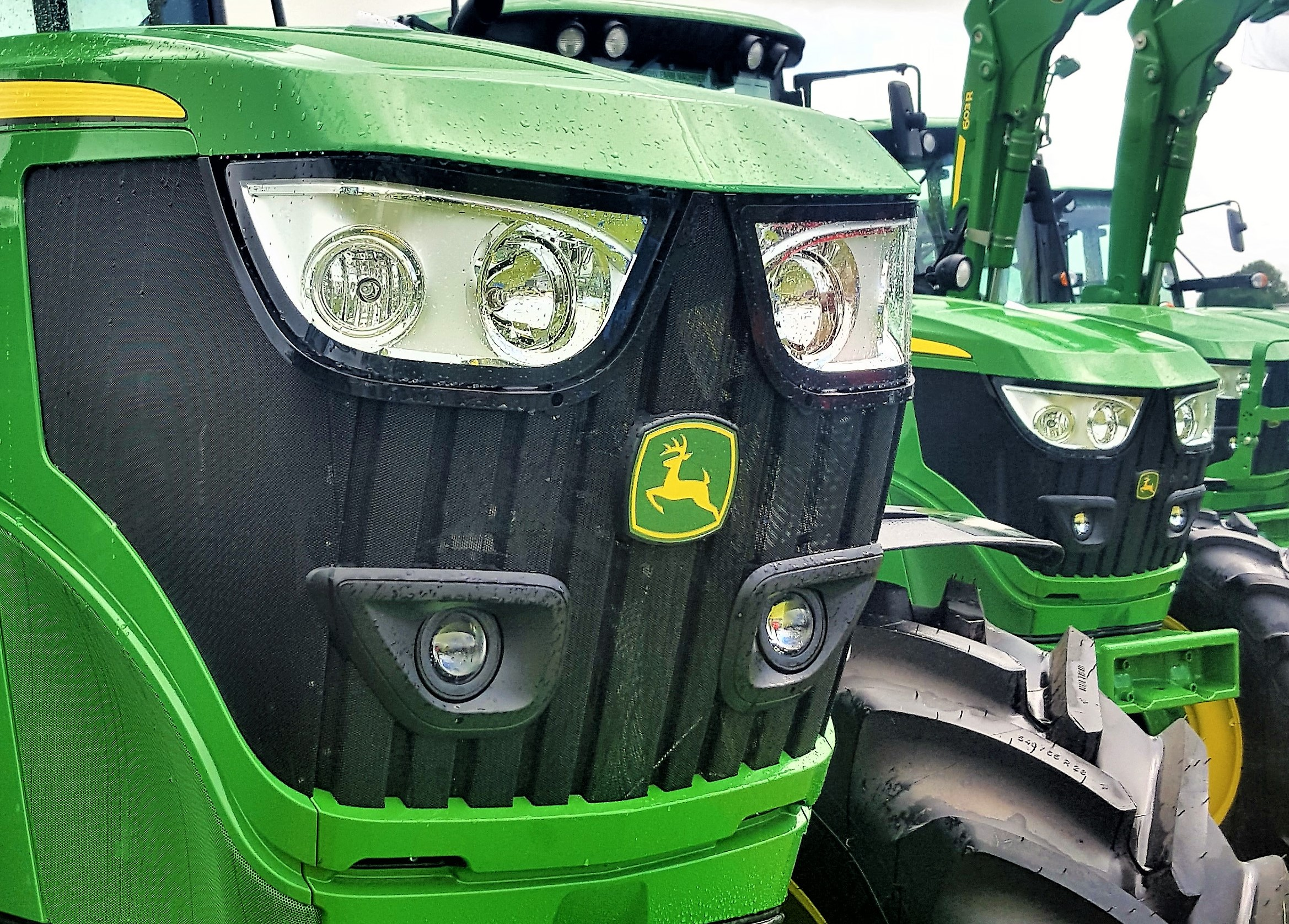 Details: Over 100 John Deere 6R/M Series tractors to go to auction