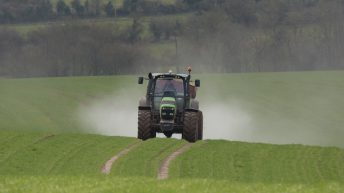 Fertiliser: Ideal conditions for spreading on the way