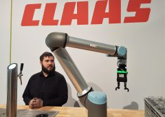 Video: Claas features 'robotic bartender' at SIMA 2019 exhibit