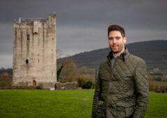 基尔肯尼农场主的儿子在城堡修复中养家糊口。