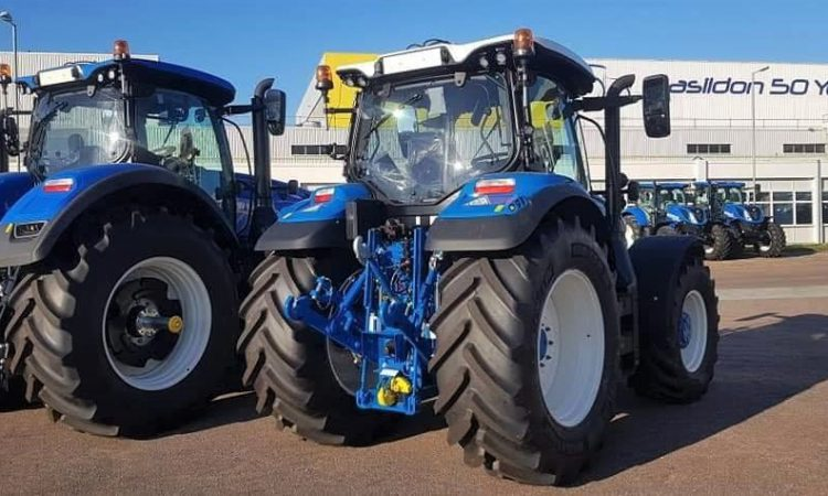 Pics: A New Holland with more than a hint of 'Ford'