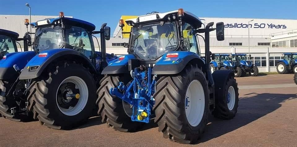 New Holland Ford >> Pics A New Holland With More Than A Hint Of Ford