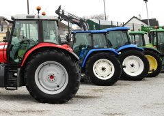 Table: How many tractors of each brand are there in Ireland?