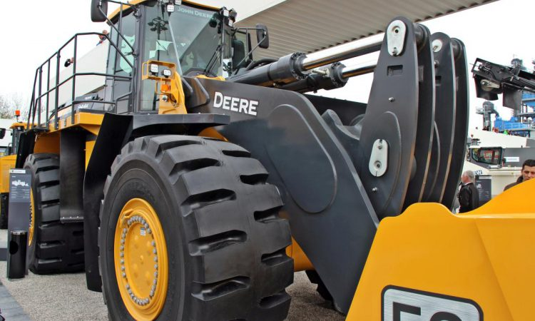 Some John Deere construction equipment on its way to Europe?
