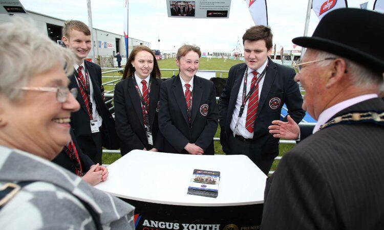 20 Angus calves presented to NI teenagers