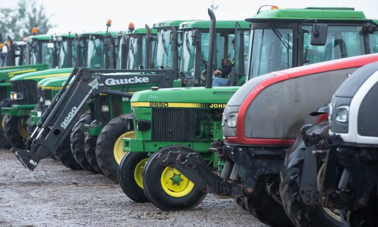 Auction report: Some 'oddities' among John Deere lots at big June sale