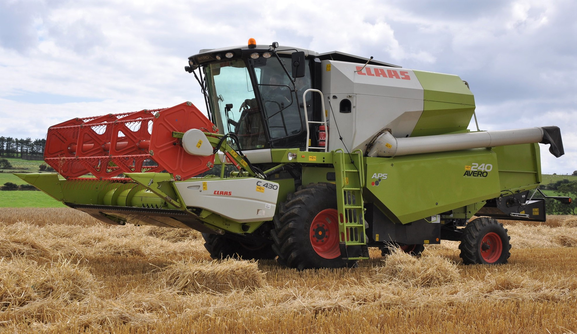 Combine harvesters: Who's top and how many are sold in