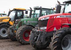 有多少拖拉机通过或体育betway客户端未通过道路性能测试?