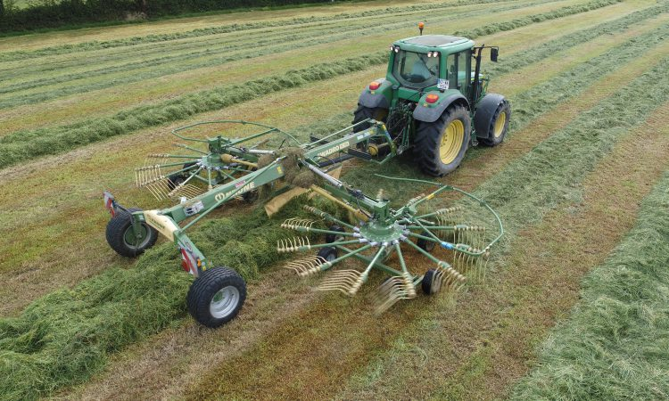 Video: Kilkenny contractor gathers 5,000ac, but using which 2 rakes?