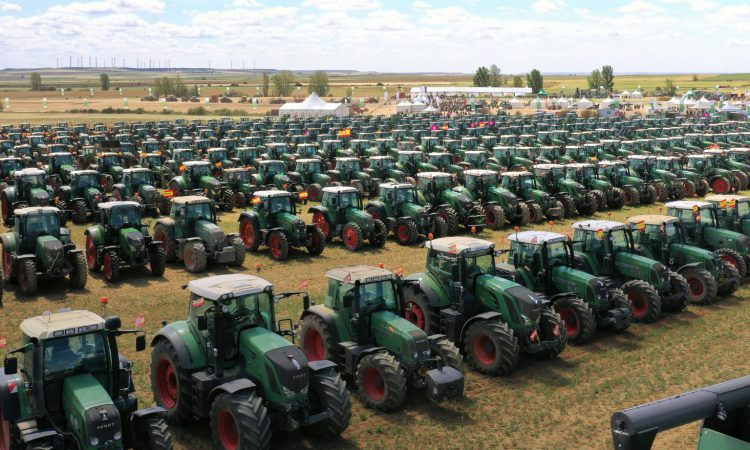 559 Fendt tractors turn out for sprawling field day