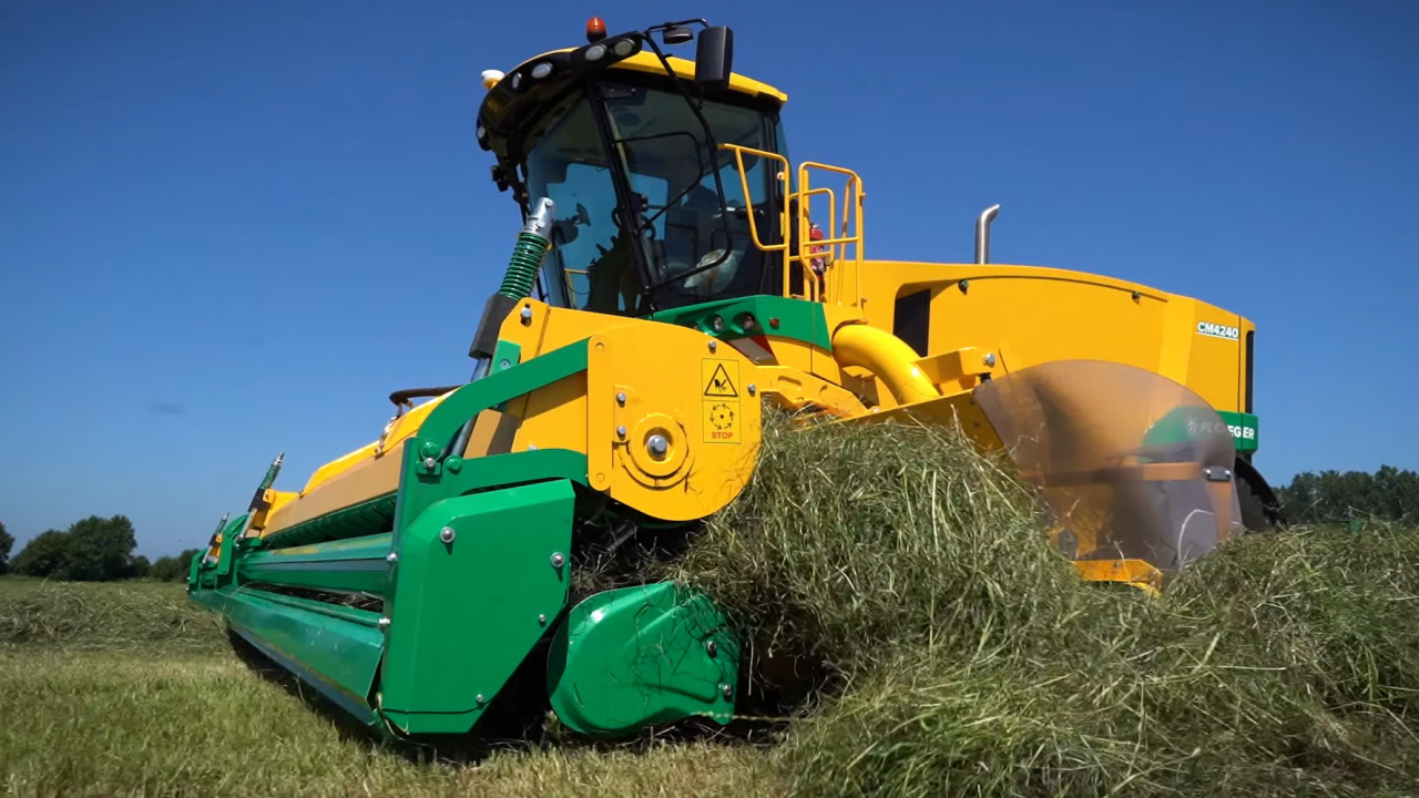 New prototype self-propelled merger (swather) works at up to 20kph