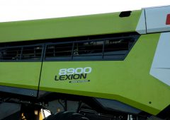 Video: Next-generation Claas Lexion combines in action