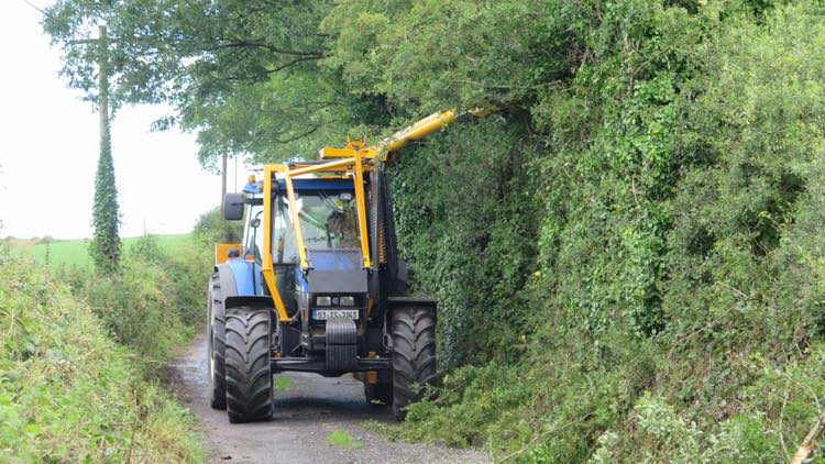 Hedge cutting for road safety rule retention welcomed by contractors