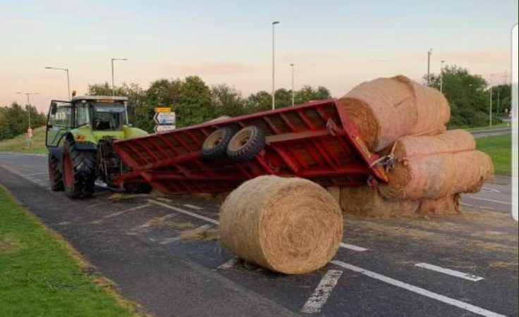 Roadside trailer 'bale' out prompts policing pun contest