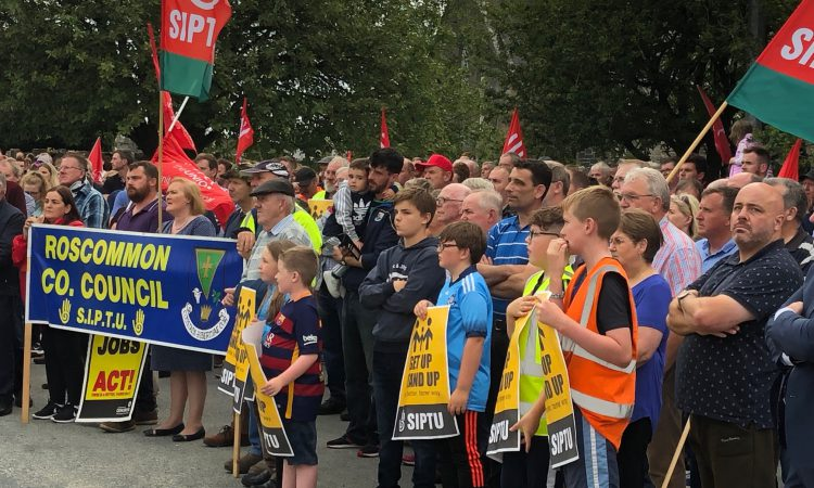 Hundreds march in opposition to Bord na Móna job losses