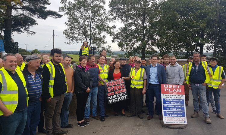 Sinn Féin party leader meets Beef Plan protesters