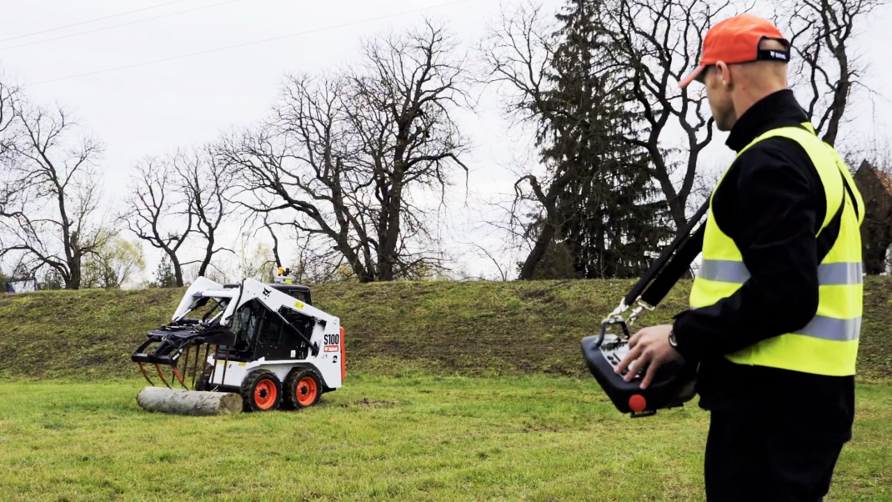 'Plug and play' remote-control kit launched for skid-steer loaders