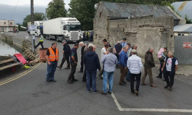 Injunctions 'withdrawn' against farmers protesting in Rathdowney