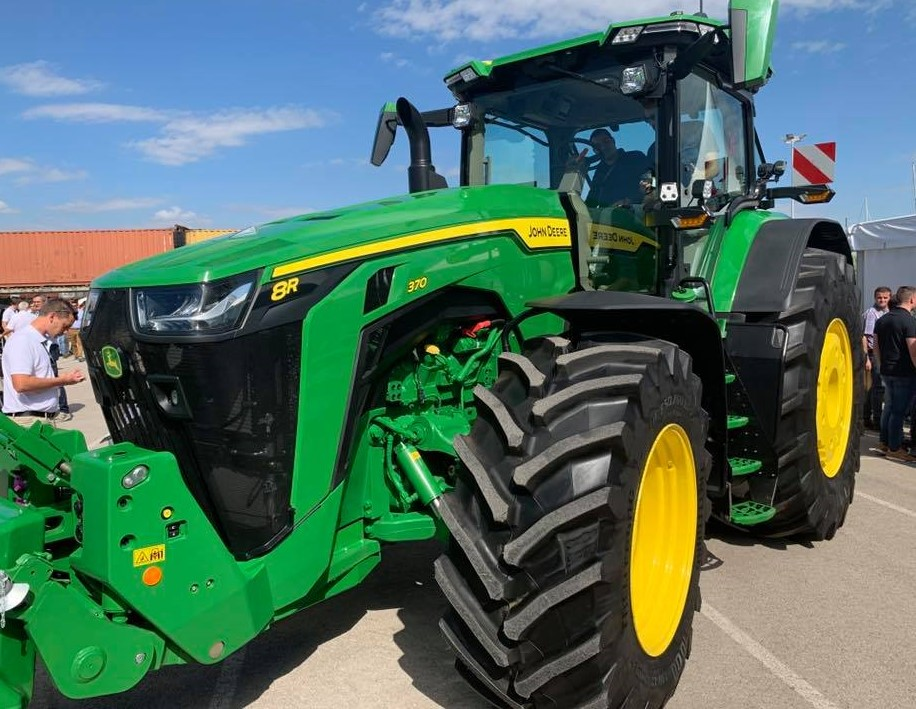 Unofficial: New John Deere 8R and 7R Series tractors unveiled