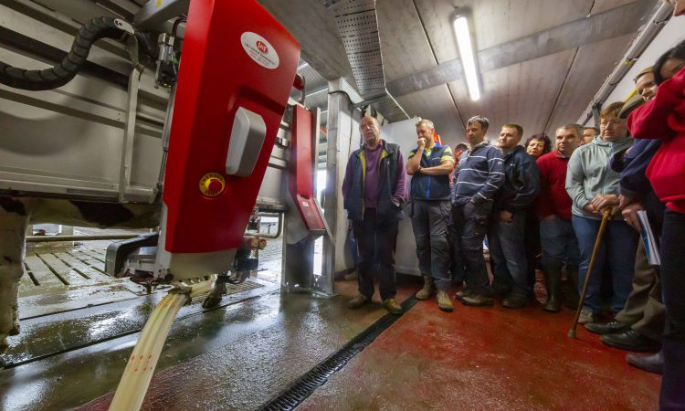 Farmers discuss transition to robotic milking in 'sunny south-east'