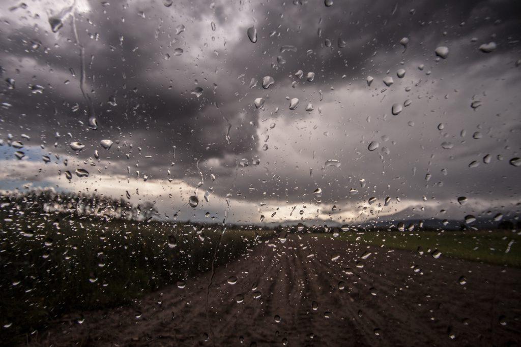 Met Éireann issues thunderstorm warning for today