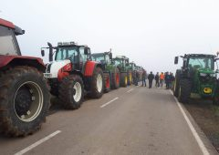 German farmers take to roads in extensive tractor protests