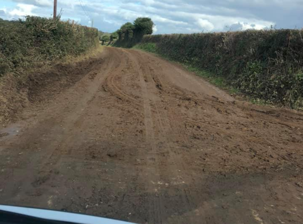 Video: Motorist fuming with farmers dirtying rural roads