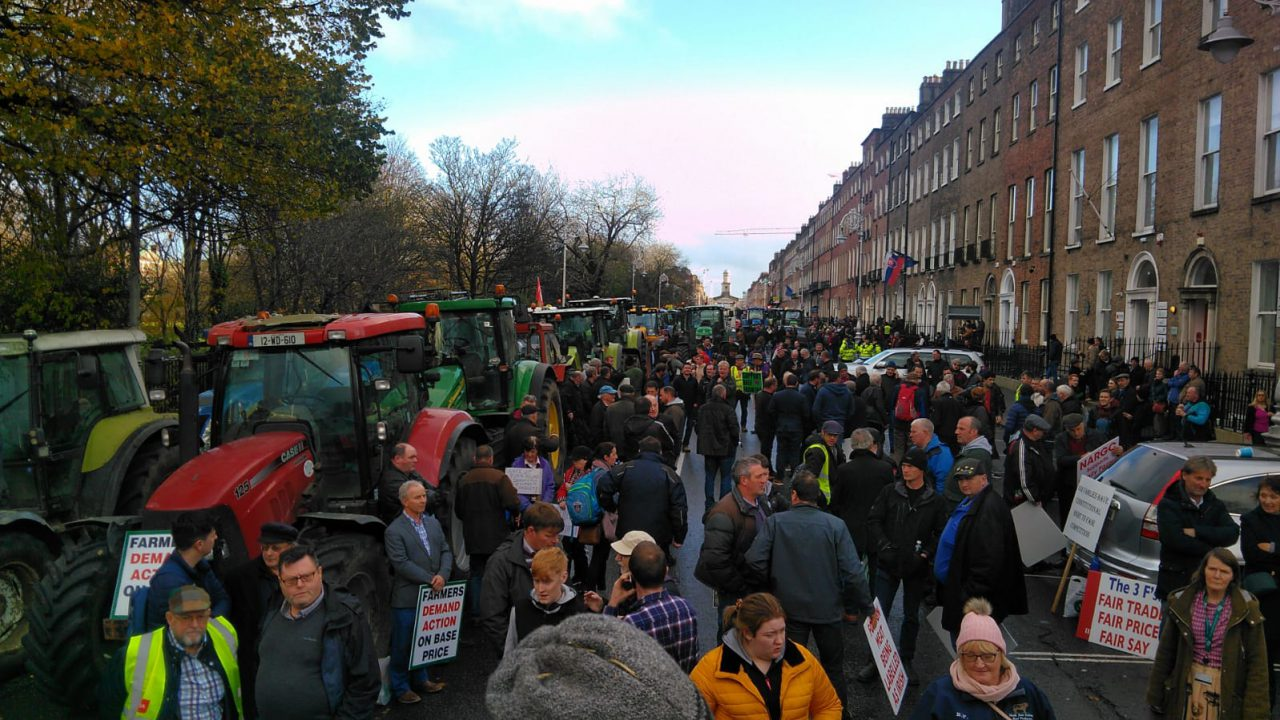 Video: Tractor protest convoys arrive in Merrion Square