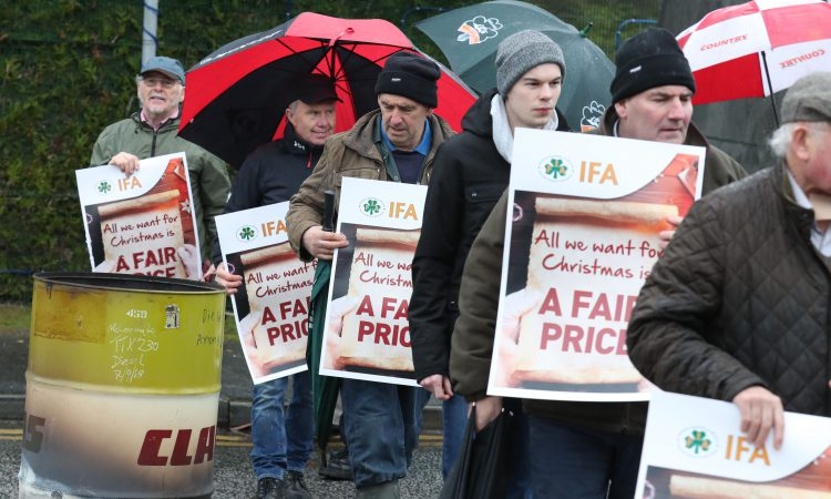 IFA blocks Dunnes Stores depot in Dublin in beef price campaign