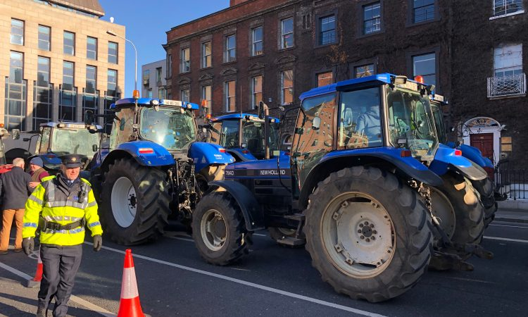 Tractors begin lining up in Dublin city centre