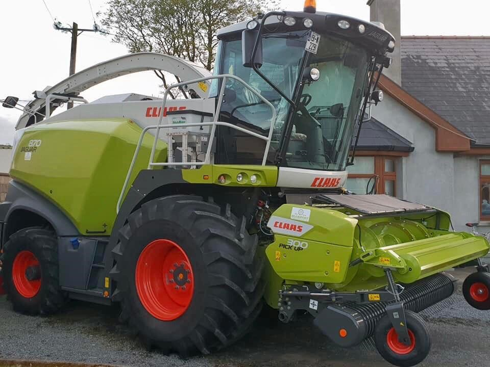 Image-source-Agri-King-Featured-Article-Harvester-and-Applicator