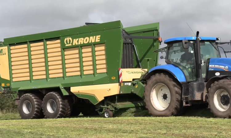 Which forage wagon does this Co. Cork dairy farmer say is 'built to last'?