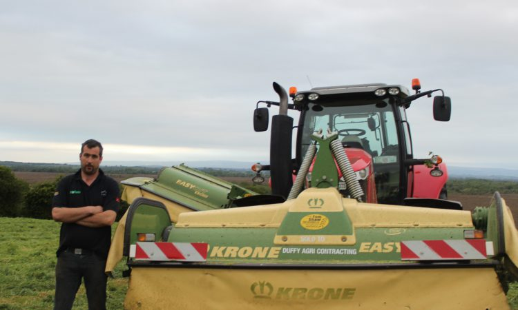 Which mowers are cutting 3,000ac a year for Co. Westmeath contractor?