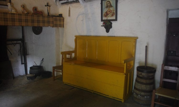 New book on Irish country furniture published