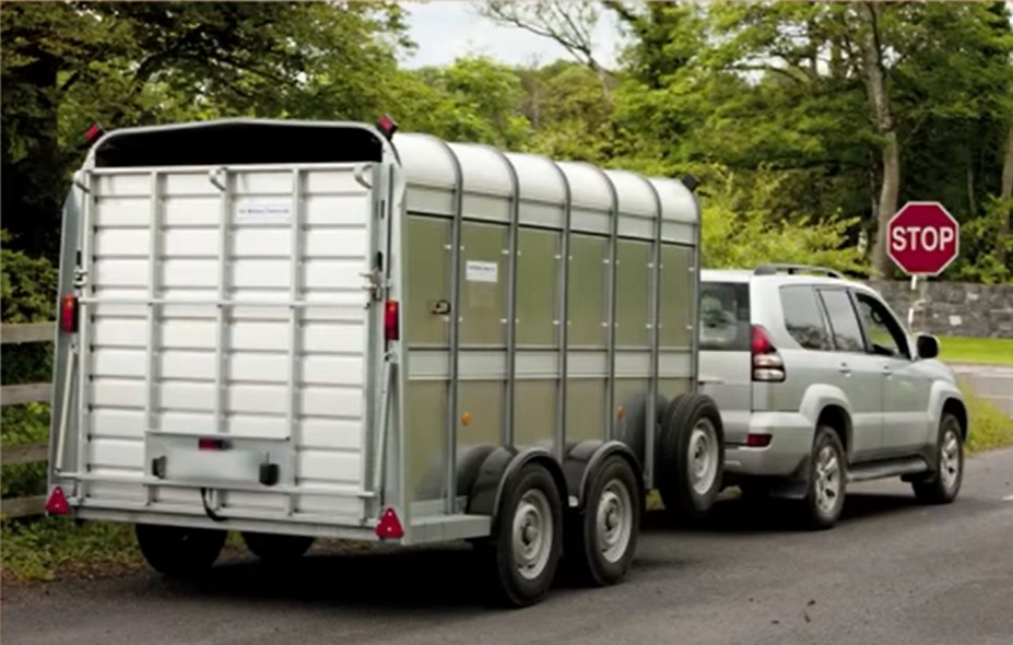 Towing a trailer on public roads: What you should know