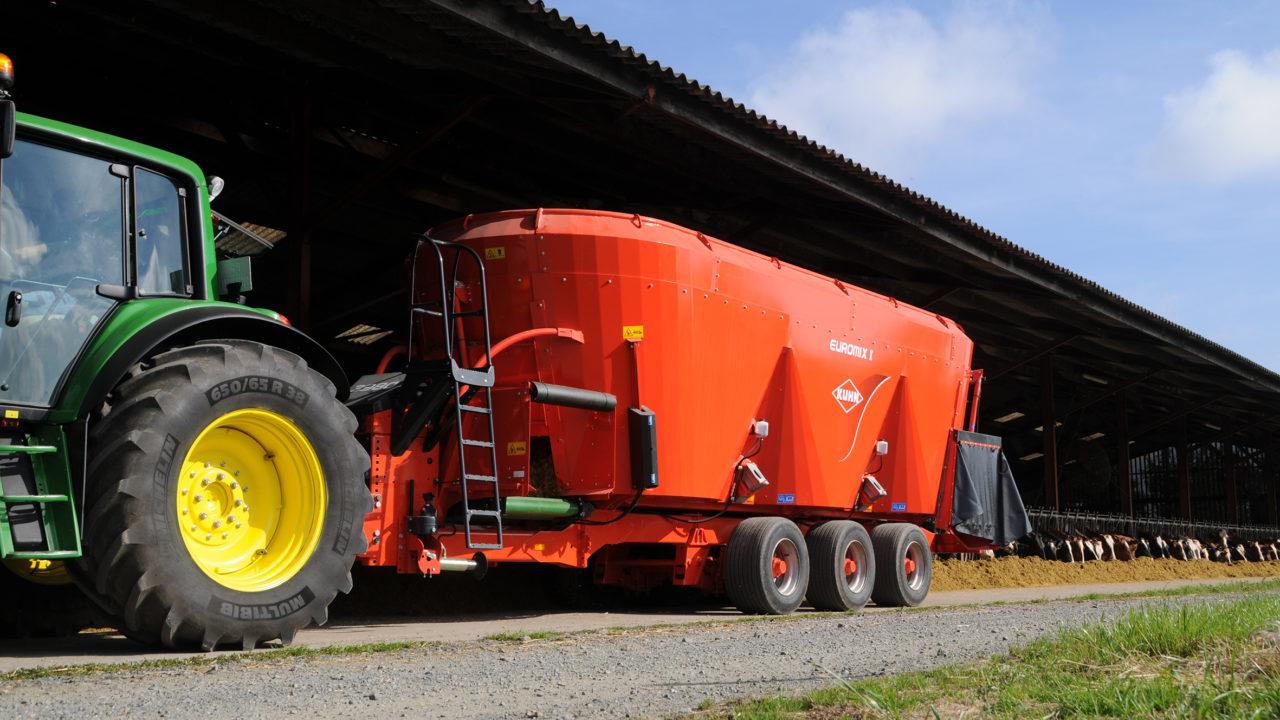 Kuhn cross conveyor feeder range extended