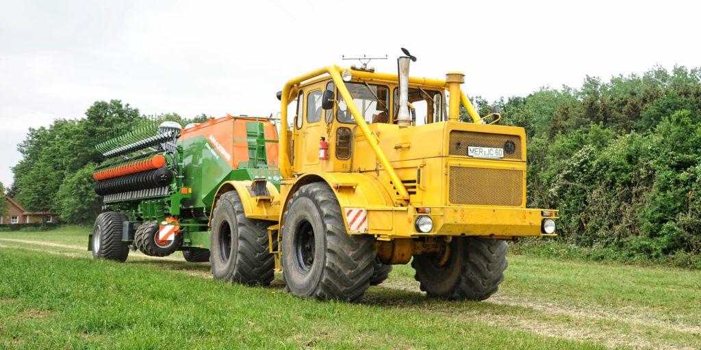 Kirovets gun tractor