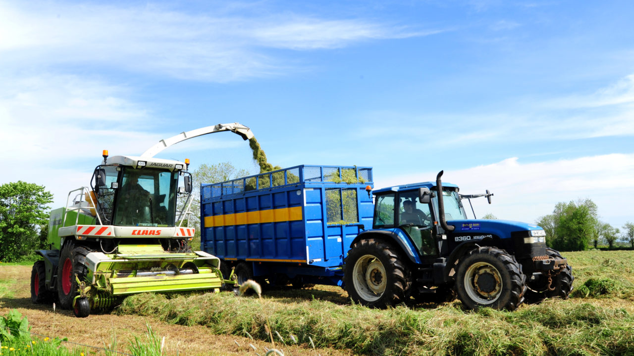 Meitheal: Farmers urged to 'ease off' on contractors under silage pressure