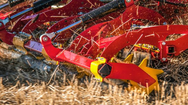 秸秆公司根据农民提高土壤健康