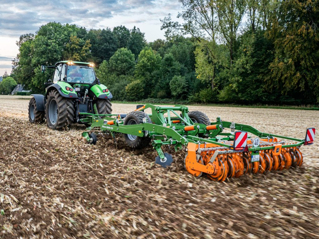 The Ceus 3000TX can be handled by tractors of 150 hp
