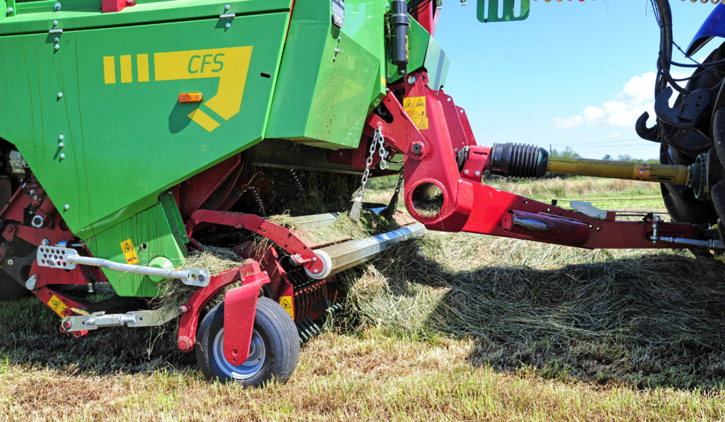 pick up reel on forage wagon